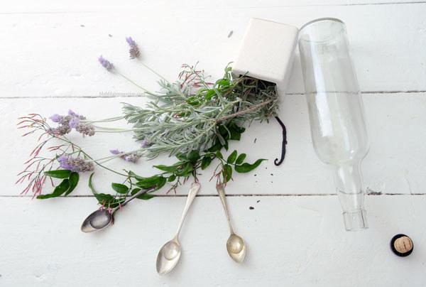 Własnoręczne perfumy /© Photogenica