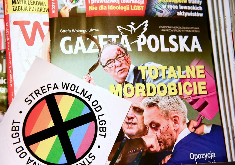 """Wlepki """"Gazety Polskiej"""" / Adam Staśkiewicz  /East News"""