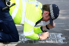 Wlk. Brytania. Policja aresztowała w centrum Londynu mężczyznę z siekierą