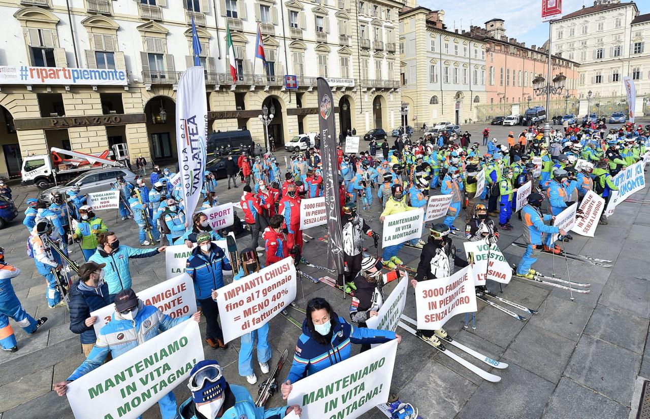 Włochy: Będzie wsparcie dla instruktorów narciarstwa dotkniętych obostrzeniami