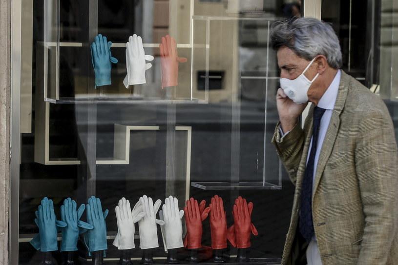 Włochy: Narasta polemika wokół braku obiecanych maseczek /Fabio Frustaci /PAP/EPA