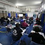 Włochy: Obowiązek przepustki covidowej dla wszystkich pracowników szkół