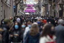 Włochy: Pierwszy weekend złagodzonych restrykcji. Tłumy na ulicach
