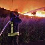 Włochy: Pożary na Sycylii. Samoloty zrzucają wodę na płonące lasy