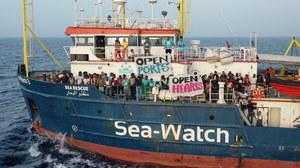 Włochy: Statek z migrantami bez zezwolenia wpłynął do portu na Lampedusie