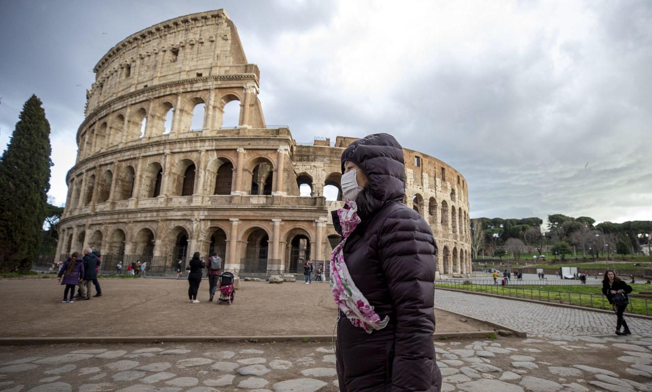 """Włochy za zamkniętymi drzwiami, 50 tys. ludzi w izolacji. """"Wytrzymajcie jeszcze tydzień"""""""