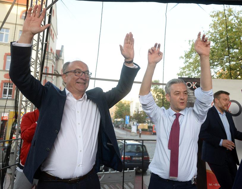 Włodzimierz Czarzasty, Robert Biedroń i Adrian Zandberg tańczą na scenie /Jan Bielecki /East News