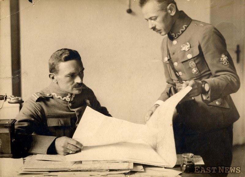 Włodzimierz Zagórski z okresu bitwy warszawskiej 1920 r. (po lewej, w randze pułkownika) /Zbiory Muzeum Niepodległości /East News