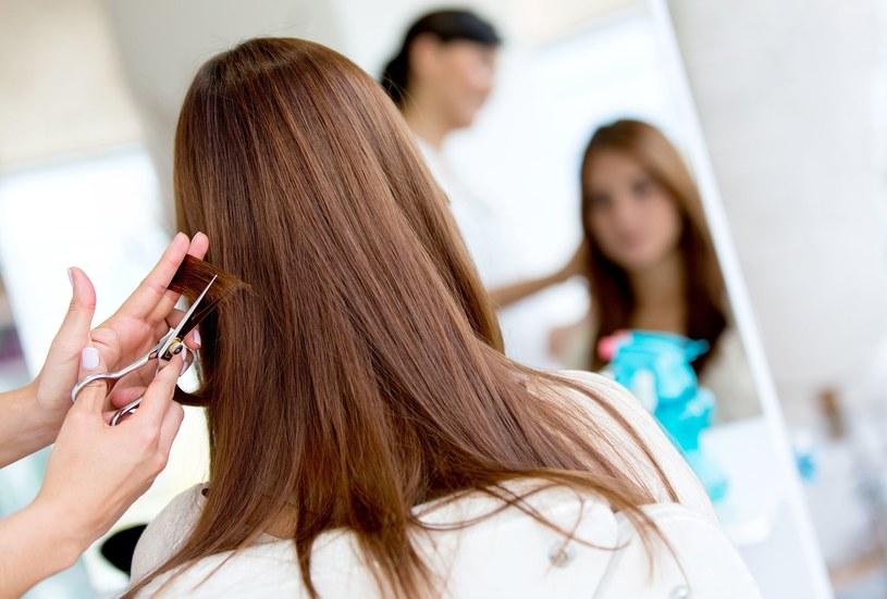 Włos rośnie ok. 1,5 cm miesięcznie /123RF/PICSEL