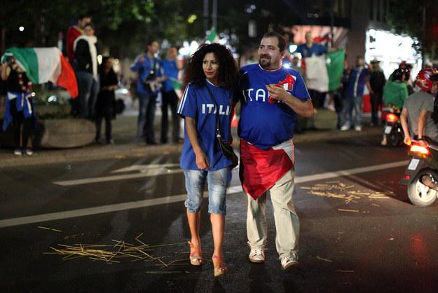"""Włoscy kibice zostali obrzuceni spaghetti. Niektórzy Niemcy krzyczeli: """"Wy tylko nosicie pizzę!"""" /INTERIA.PL/AFP"""