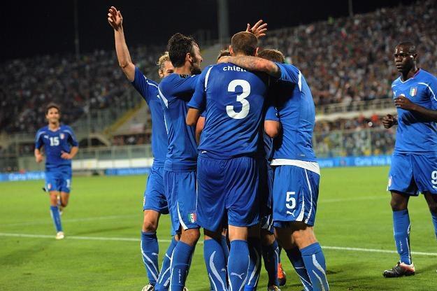 Włosi cieszą się z bramki zdobytej w meczu ze Słowenią /AFP
