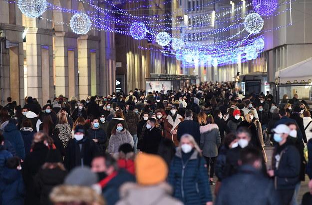 Włosi przygotowują się do Bożego Narodzenia /DANIEL DAL ZENNARO  /PAP/EPA