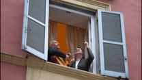 Włosi śpiewają w oknach, żeby poczuć się znowu razem