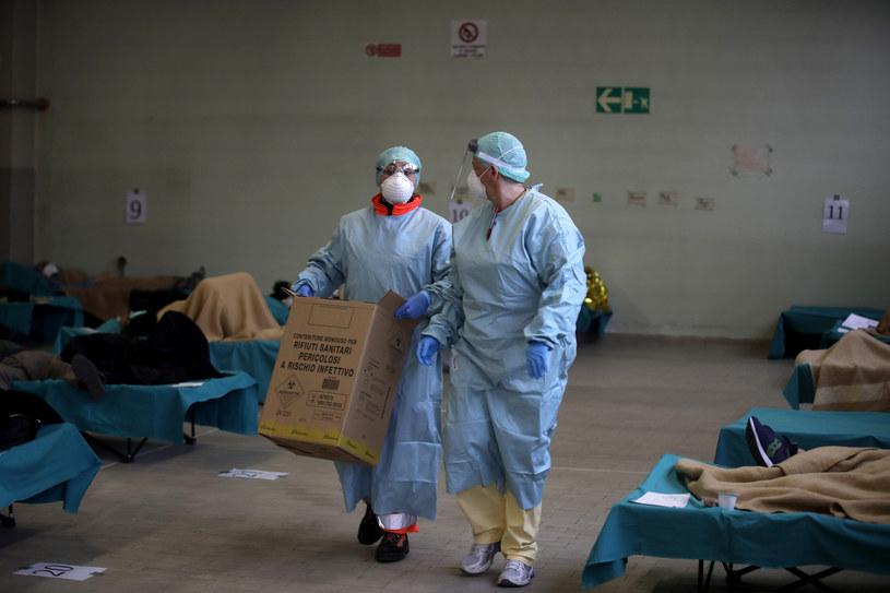 Włosi walczą z koronawirusem /AP Photo/Luca Bruno /East News