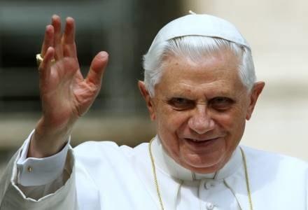 Włoska prasa wyraża sprzeczne opinie o decyzji Papieża /AFP