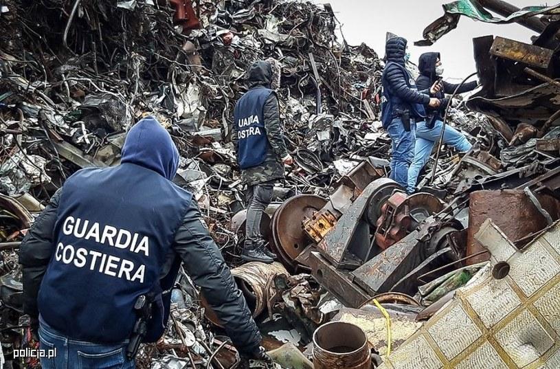 Włoska straż nadbrzeżna prowadzi inspekcję odpadów statków masowych. /policja.pl
