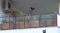 Włoski DJ co wieczór daje koncert na balkonie