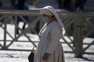 """Włoski lekarz zawiadamia o """"kryjówce antyszczepionkowców"""" w klasztorze"""