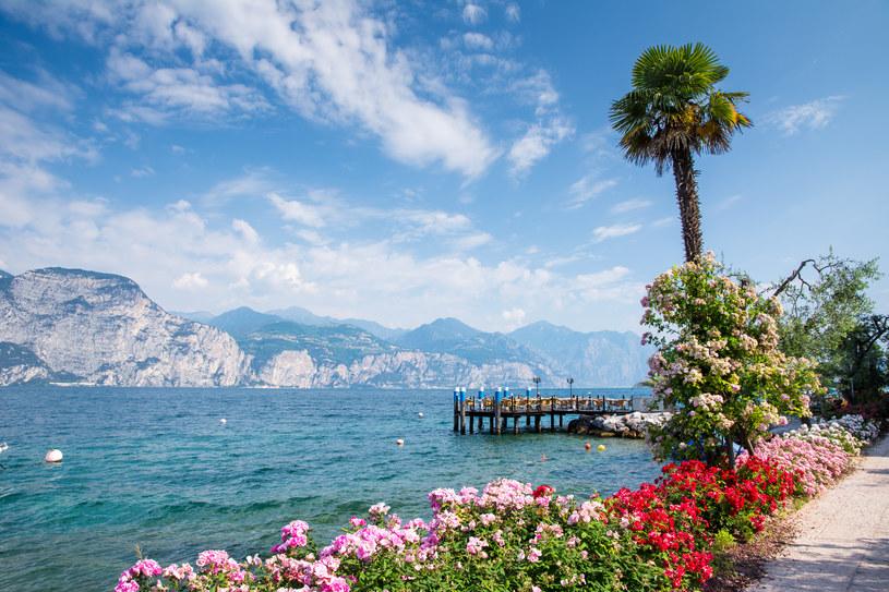 Włoskie jeziora kuszą niezwykle malowniczymi widokami /Adobe Stock