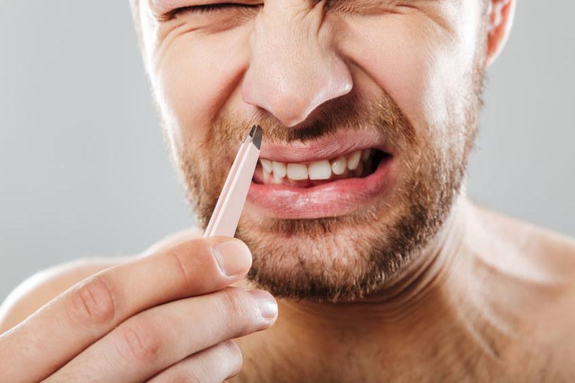 Włosów z nosa nie powinno się wyrywać /123RF/PICSEL