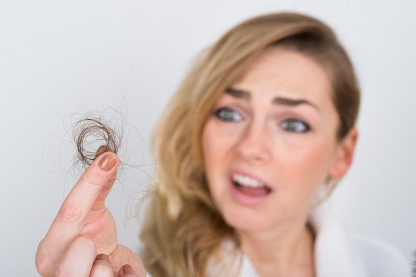 Włosy powinny zostać na głowie! /123RF/PICSEL