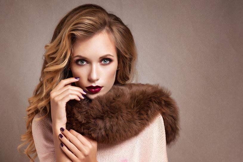 Włosy zimą potrzebują dodatkowej pielęgnacji /123RF/PICSEL