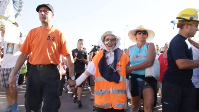 Włoszkę powitało przed bazyliką kilkaset osób /Lázaro Azpeitia /PAP/EPA