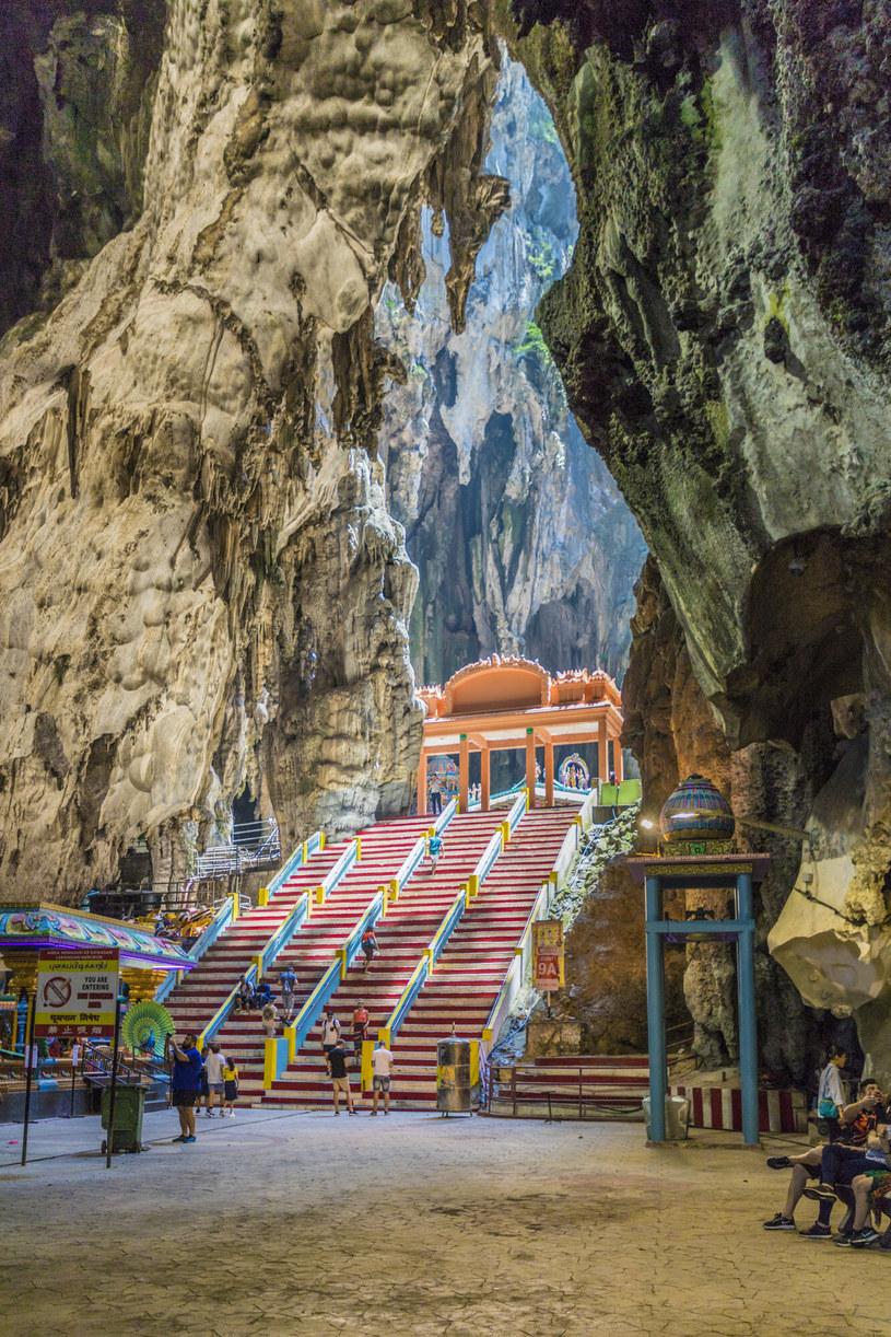 Wnętrza jaskini Batu są tak przestronne, że zmieściłby się w nich mieszkalny budynek /Chris Mouyiaris/robertharding/East News /East News