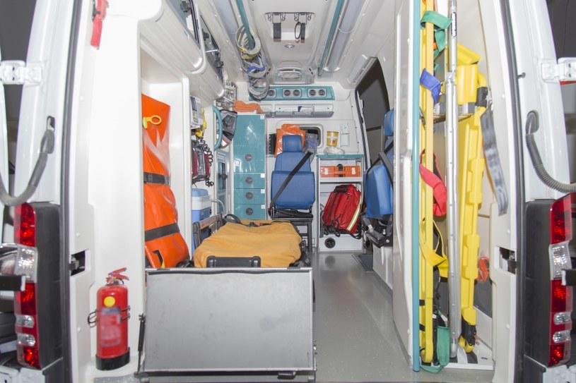 Wnętrze ambulansu /©123RF/PICSEL