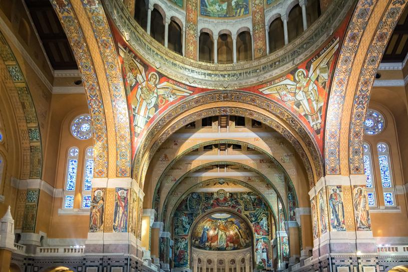 Wnętrze Bazyliki św. Teresy /123RF/PICSEL