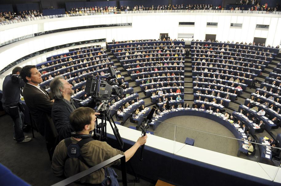 Wnętrze budynku Parlamentu Europejskiego, sala obrad /Wiktor Dąbkowski   /PAP