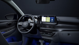 Wnętrze Hyundaia i20 na pierwszym zdjęciu