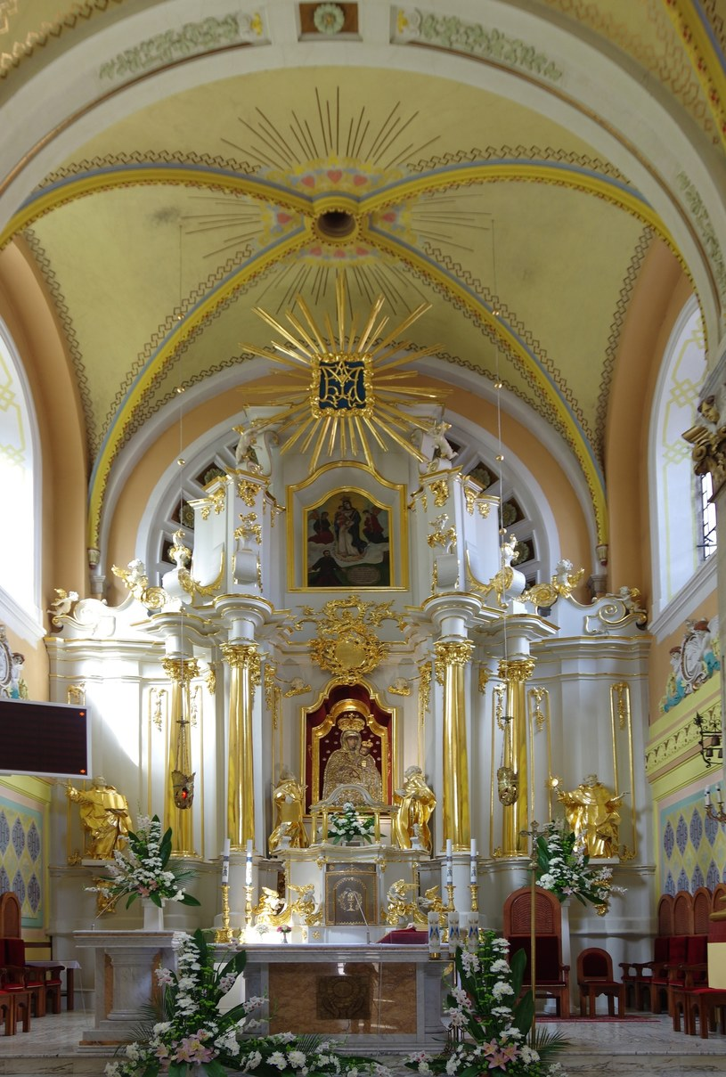 Wnętrze janowskiego kościoła z obrazem Matki Bożej Janowskiej /ZOFIA BAZAK/Marek Bazak /East News