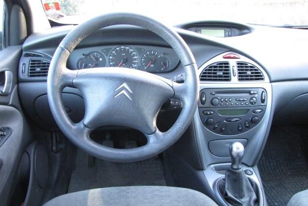 Wnętrze jest obszerne i dobrze spasowane. Szybko (nawet już po 100 tys. km) wyciera się kierownica /INTERIA.PL