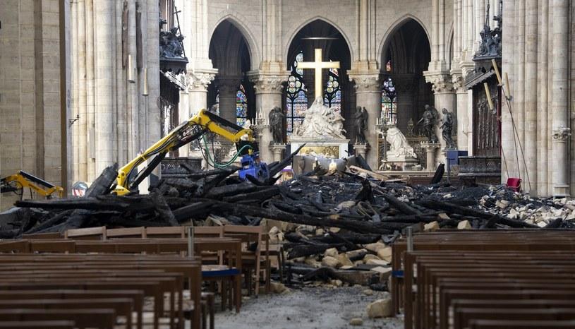Wnętrze katedry zniszczone w wyniku pożaru /Adrian Wyld/The Canadian Press via AP /East News