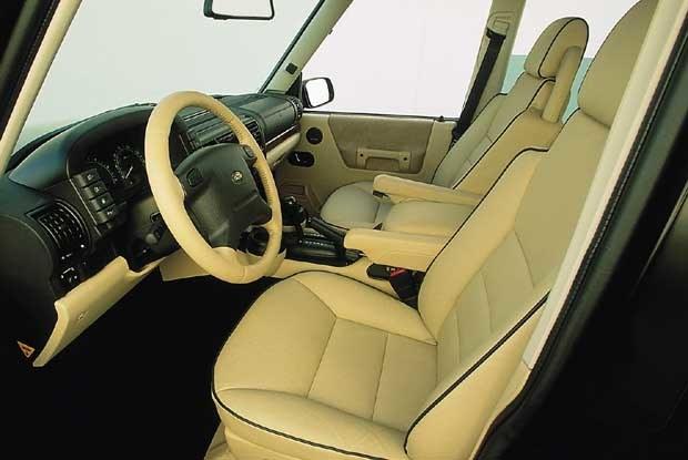 Wnętrze Land Rovera Discovery 2003 (kliknij) /INTERIA.PL