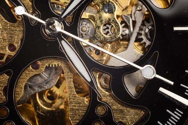 Wnętrze luksusowego zegarka produkowanego w Szwajcarii /©123RF/PICSEL