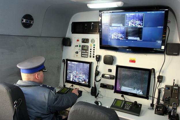 Wnętrze podobnego wozu, którym dysponuje policja warszawska / Fot: Mariusz Grzelak /Agencja SE/East News