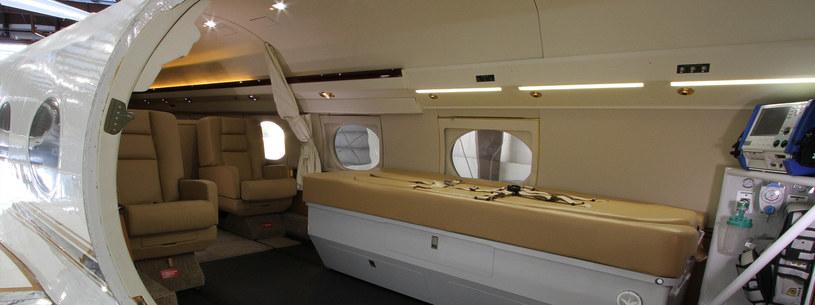Wnętrze samolotu przystosowanego do przewożenia osób przenoszących śmiertelnie niebezpieczne wirusy - nikt nie chciałby się tam znaleźć jako pasażer /materiały prasowe