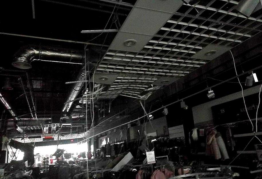 Wnętrze sklepu, w którym zawalił się sufit /PSP