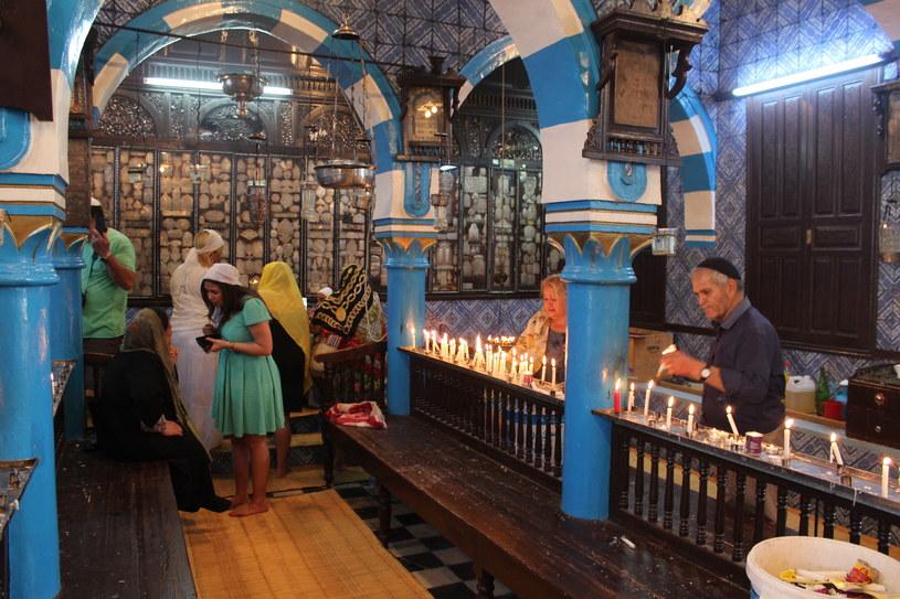 Wnętrze synagogi La Ghriba /INTERIA.PL