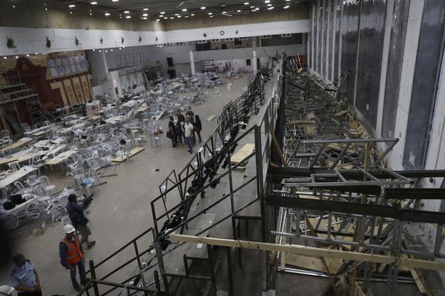 Wnętrze synagogi po wypadku /ATEF SAFADI  /PAP/EPA