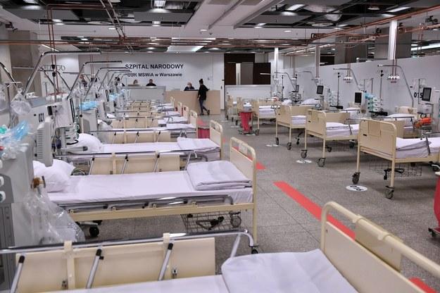 Wnętrze szpitala tymczasowego na Stadionie Narodowym w Warszawie / Radek Pietruszka   /PAP