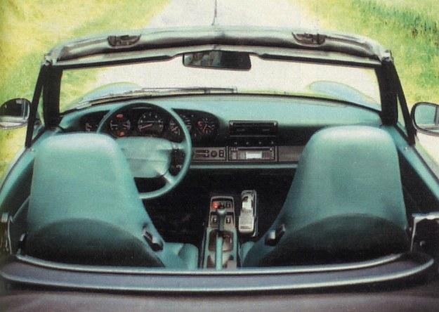 """Wnętrze utrzymane jest w typowym dla Porsche stylu, w zasadzie niczym szczególnym się nie wyróżnia. Jednak umieszczone po obu stronach kierownicy przyciski """"+"""" i """"-"""" zupełnie zmieniają sposób jazdy tym samochodem. /Motor"""