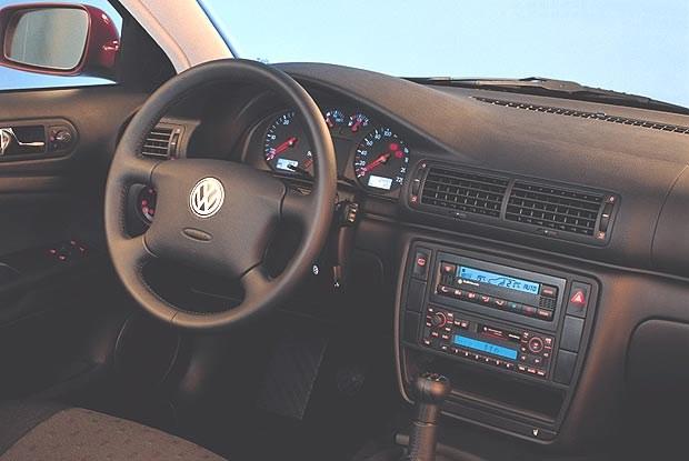 Wnętrze VW Passata z 1998 roku (kliknij) /INTERIA.PL
