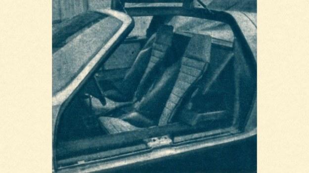 Wnętrze wozu mieści tylko 2 osoby. /Mercedes
