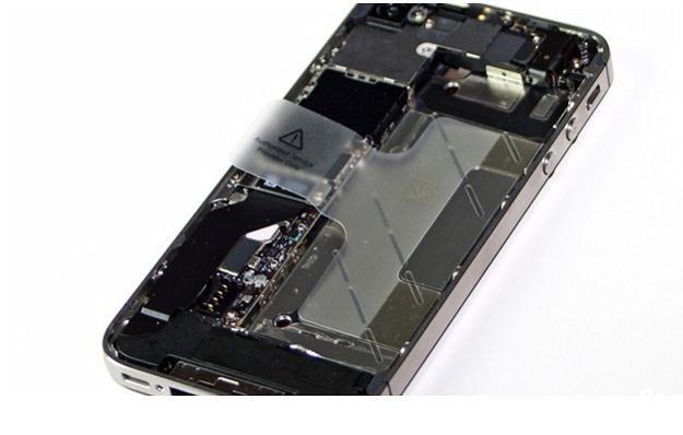 Wnetrzności iPhone'a 4S /gizmodo.pl