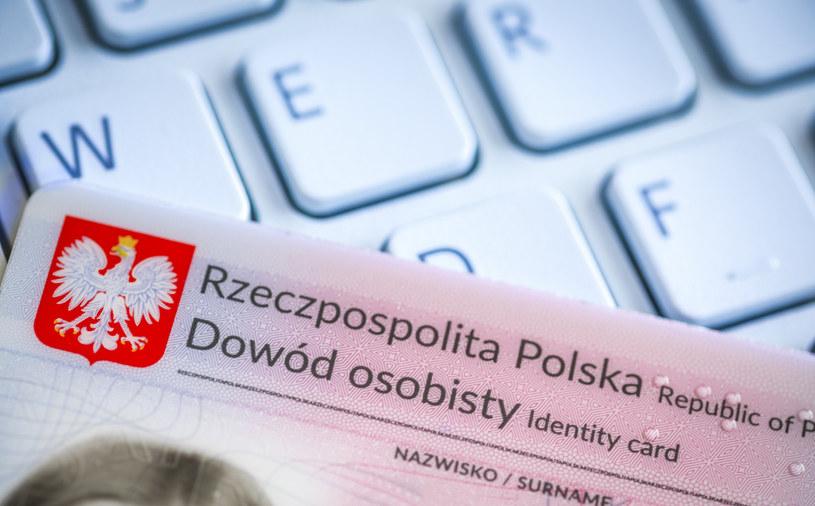 Wniosek o zawieszenie działalności gospodarczej można złożyć bez wychodzenia z domu. Fot. Arkadiusz Ziołek /East News