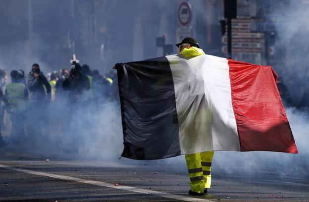 """Wobec mobilizacji """"żółtych kamizelek"""" - na ulicach 60 tys. policjantów /GUILLAUME HORCAJUELO  /PAP/EPA"""