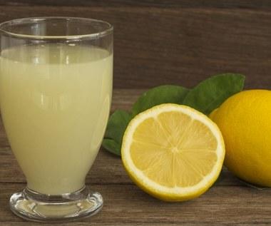 Woda cytrynowa: Pomoże schudnąć i oczyści organizm z toksyn